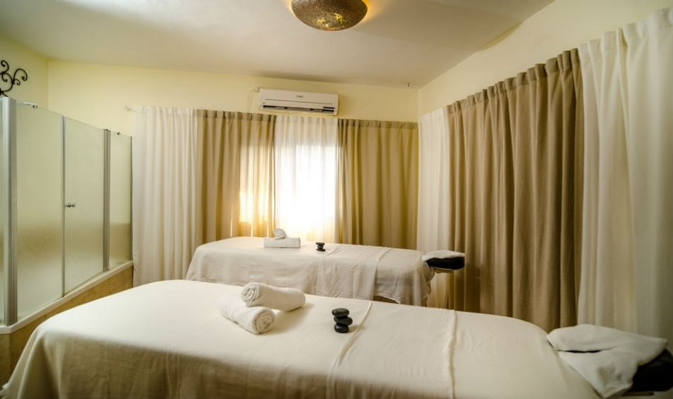 Midweek Spa deal with 60 min' Spa treatment